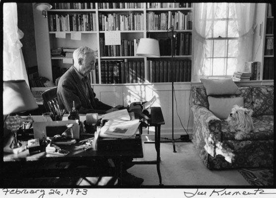El escritor E. B. White y su perro Susy